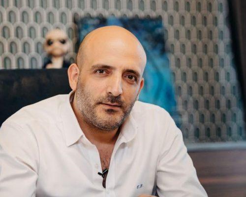 Specialistul în implant și tratamente de păr Ensar Duman: