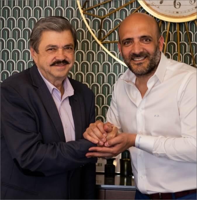 Ensar Duman alături de un pacient care a optat pentru operația de diabet, în Turcia